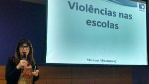 Miriam Abramovay apresenta resultados da pesquisa.